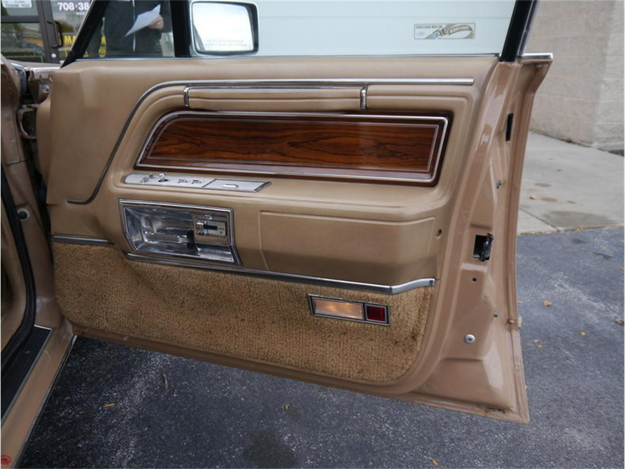 Large Picture of 1983 Continental Mark VI located in Illinois Offered by Midwest Car Exchange - M7E3