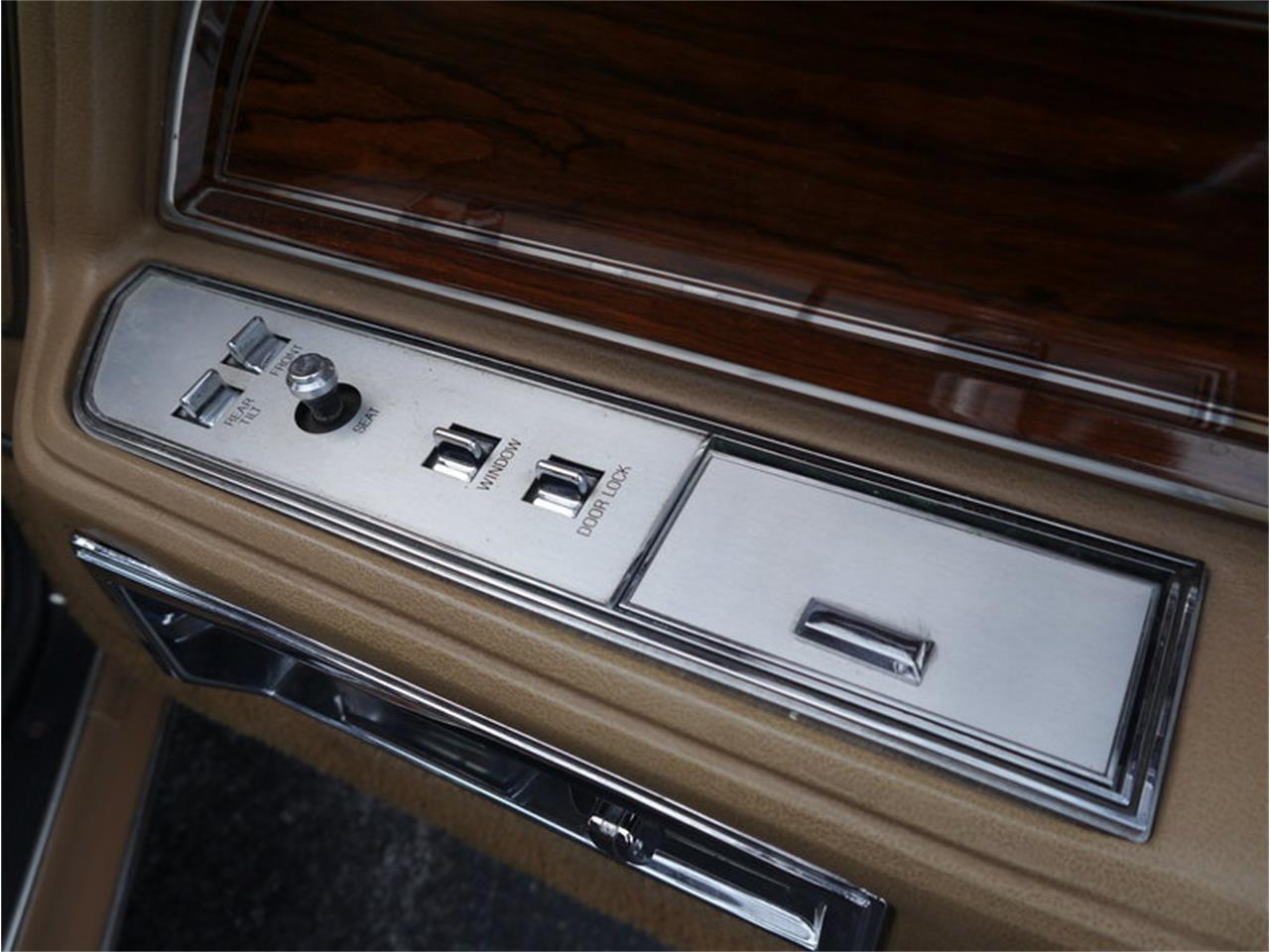 Large Picture of 1983 Lincoln Continental Mark VI - M7E3