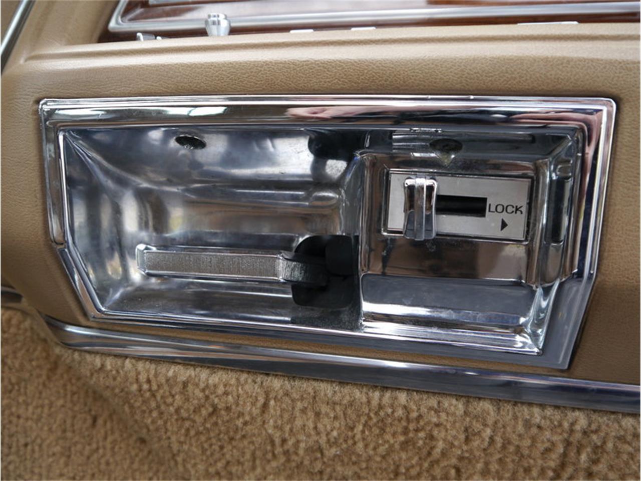 Large Picture of 1983 Lincoln Continental Mark VI located in Alsip Illinois - M7E3