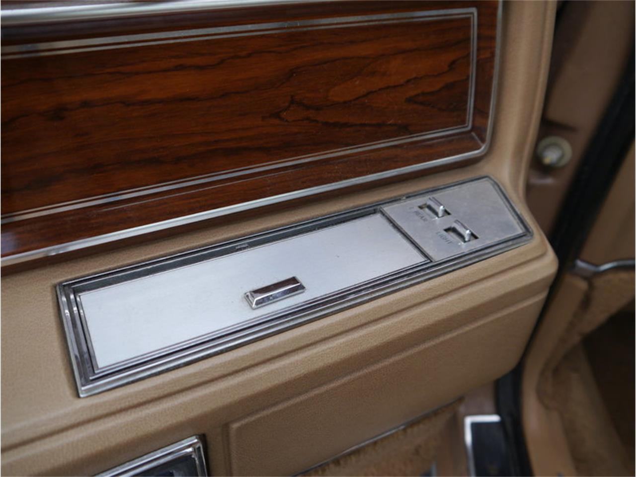 Large Picture of '83 Lincoln Continental Mark VI located in Illinois - M7E3