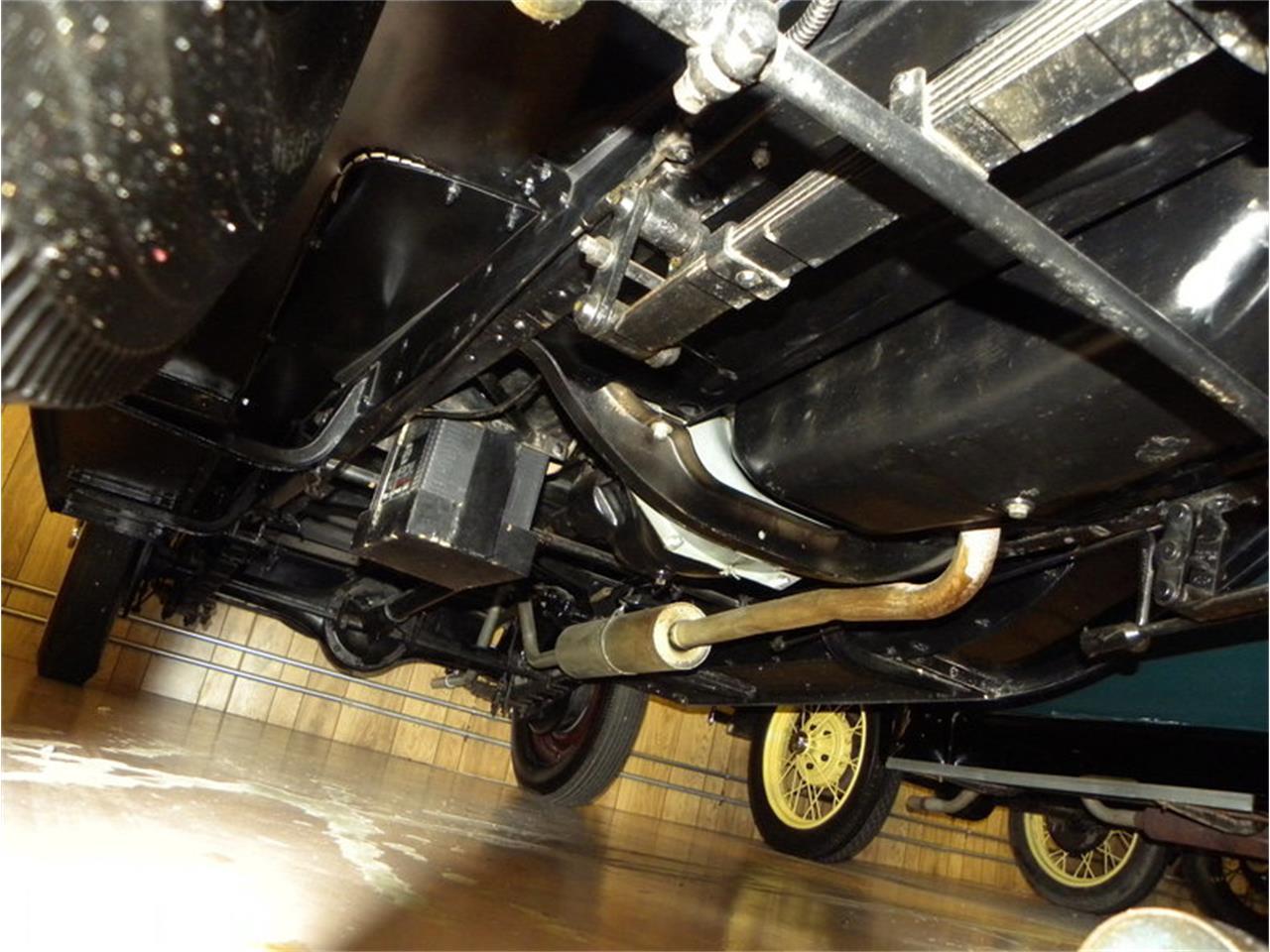 Large Picture of '30 Universal 4 Dr Sedan - M7U0