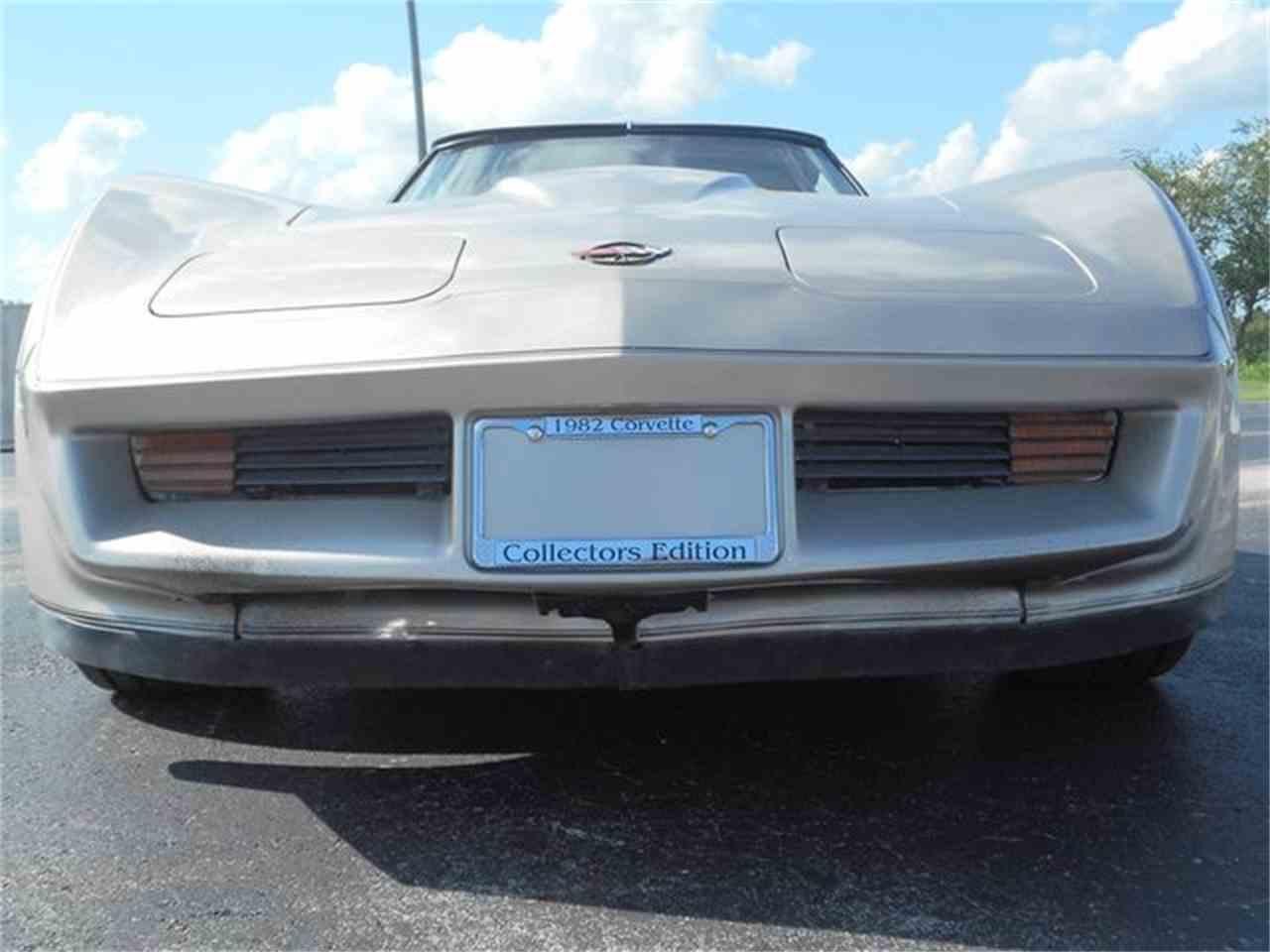 Large Picture of '82 Corvette - M7UR