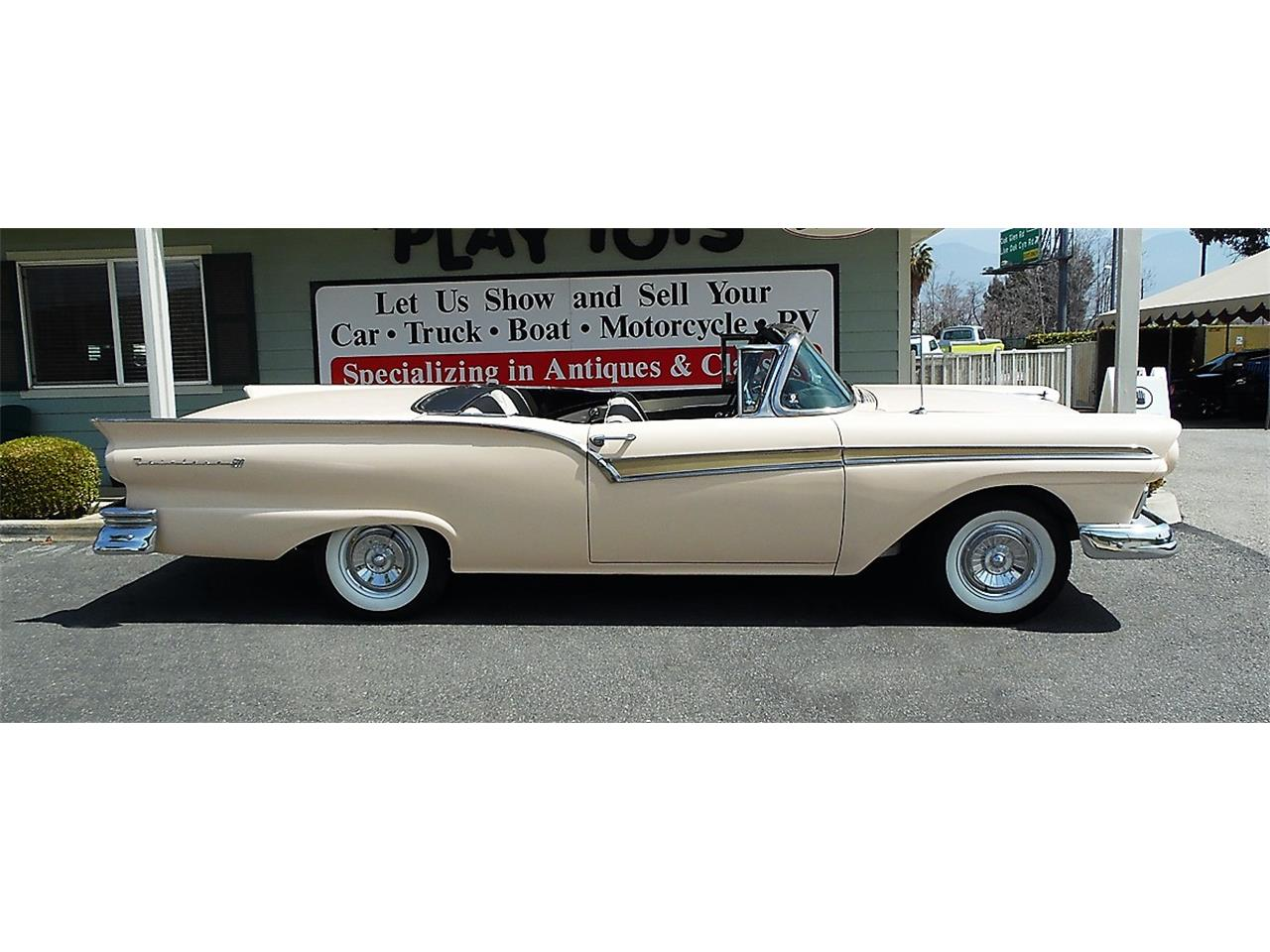 Large Picture of '57 Skyliner - M7XJ