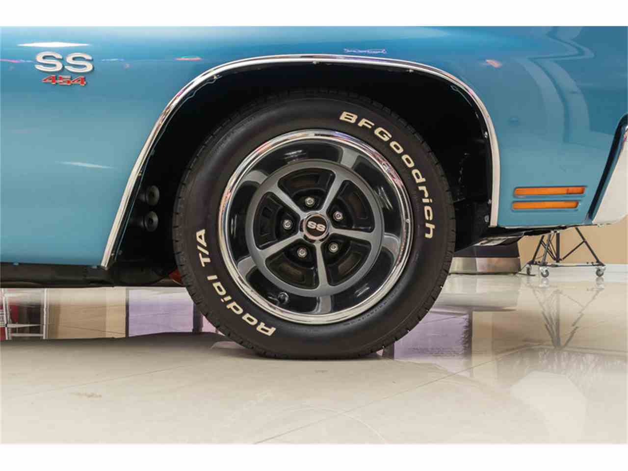 Large Picture of Classic 1970 Chevelle - M8F5