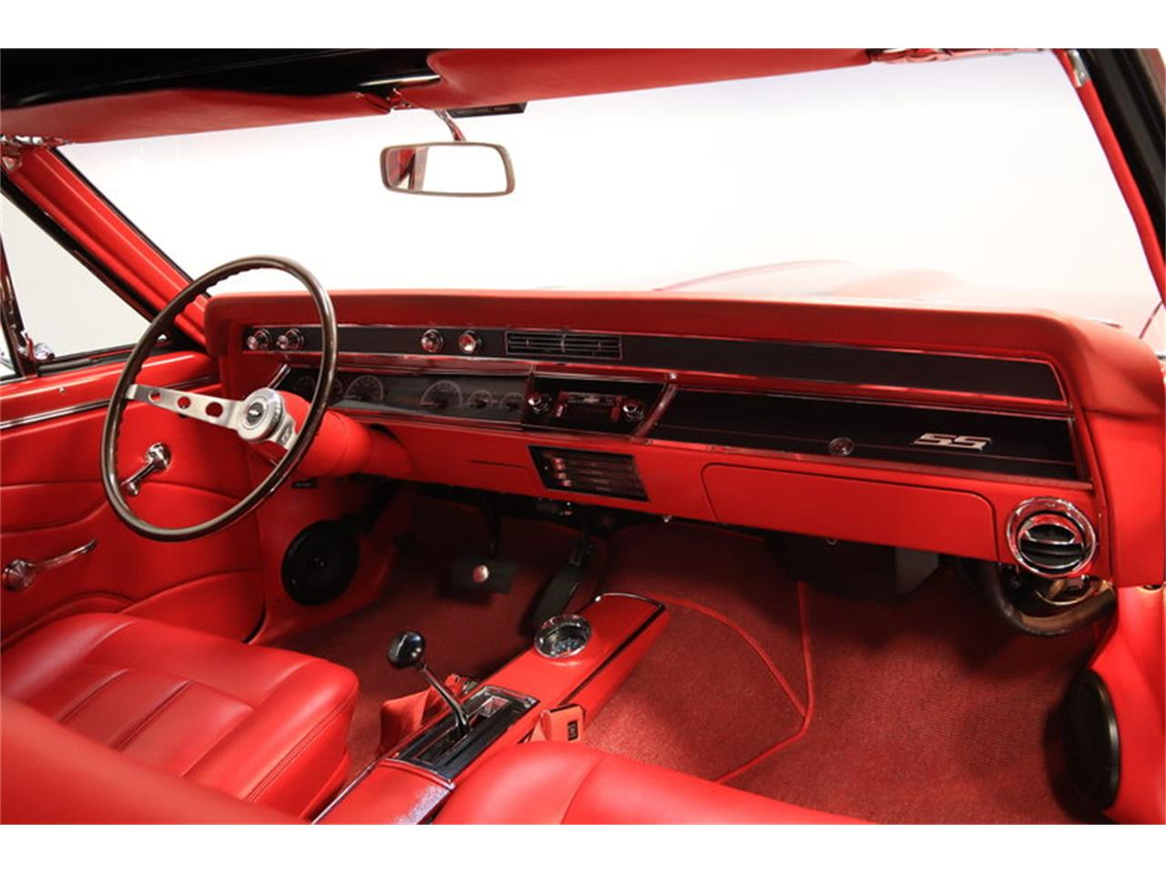 Large Picture of Classic '66 Chevelle SS - M8NE