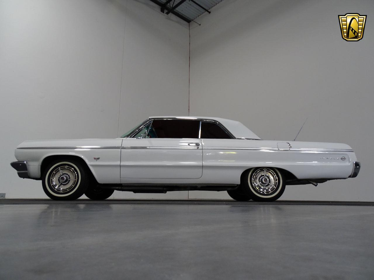 Large Picture of Classic '64 Chevrolet Impala - M8PS