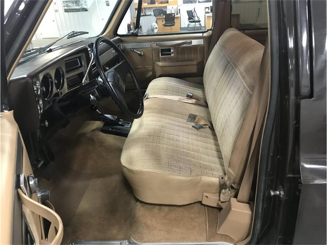 Large Picture of '84 Chevrolet Suburban located in Holland  Michigan Offered by 4-Wheel Classics - M8RC