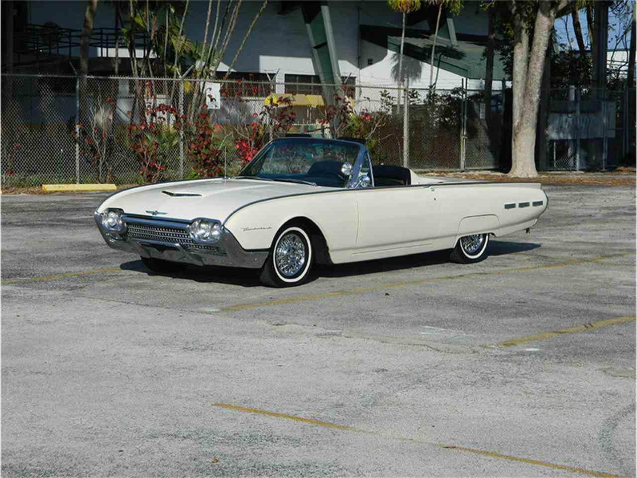 Large Picture of '62 Ford Thunderbird Offered by International Auto Group - M8SF