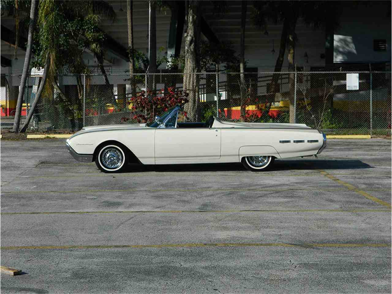 Large Picture of '62 Ford Thunderbird - M8SF