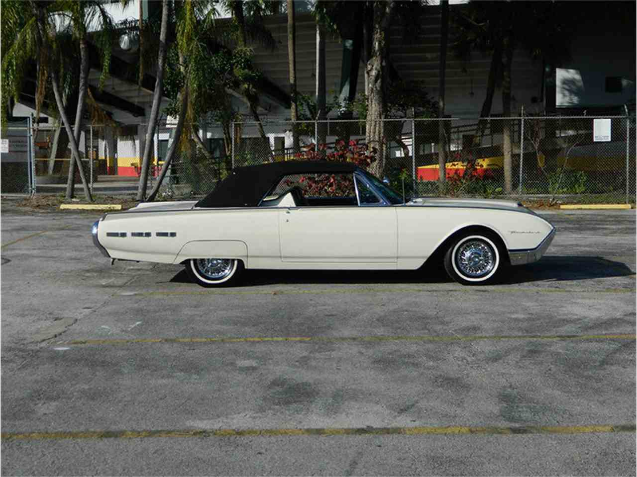 Large Picture of Classic 1962 Ford Thunderbird Offered by International Auto Group - M8SF