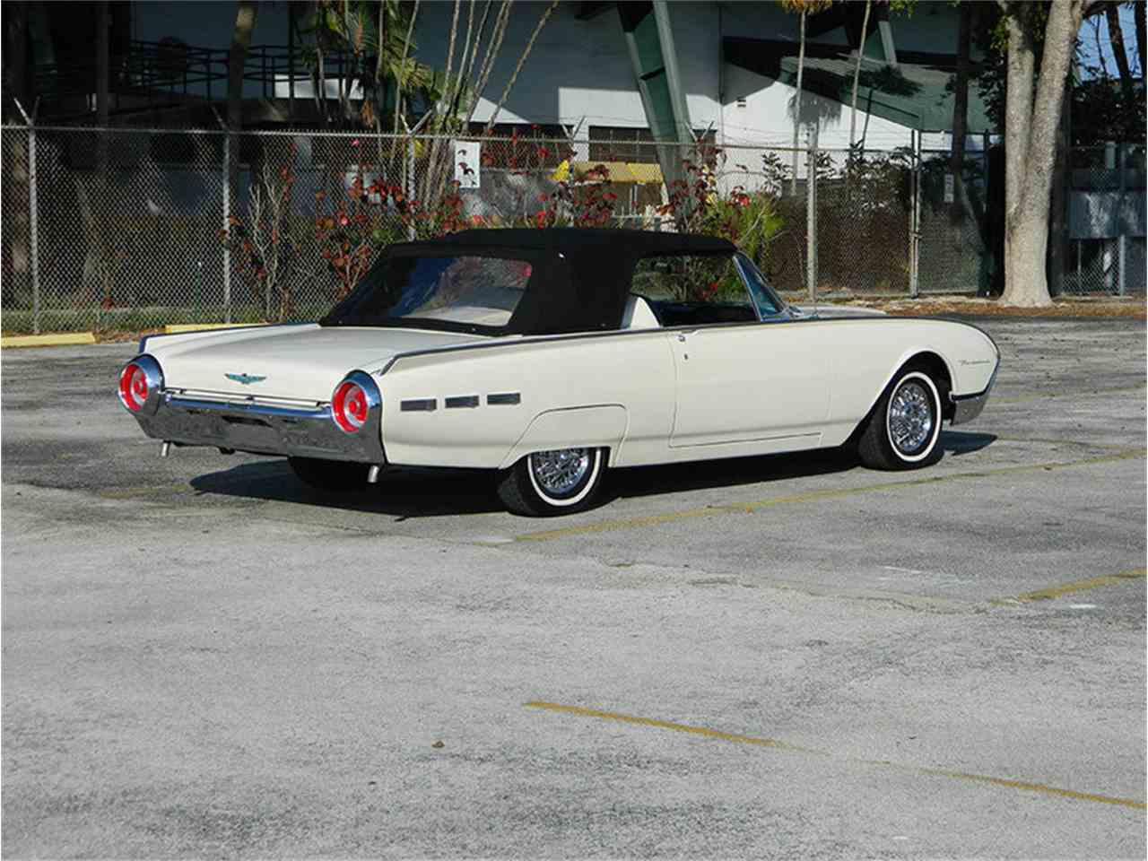 Large Picture of '62 Ford Thunderbird located in Florida - M8SF