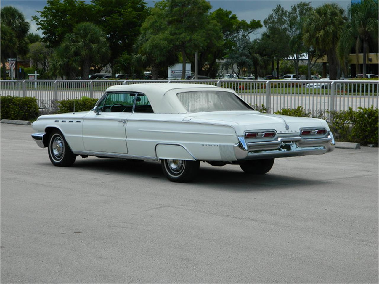 Large Picture of '62 Electra 225 located in Florida - $59,900.00 - M8SN