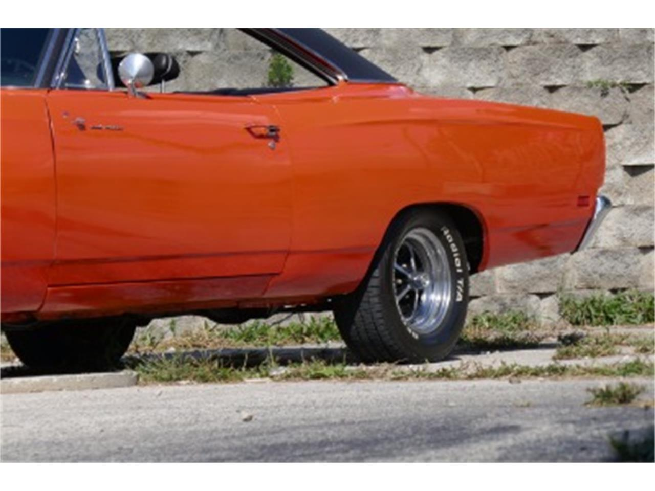 Large Picture of '69 Road Runner - M8Z4