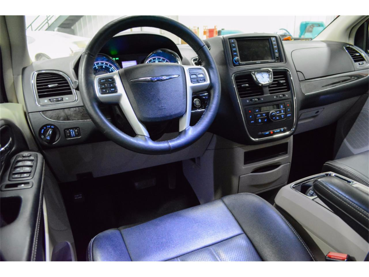 Large Picture of '15 Town & Country - M9B4