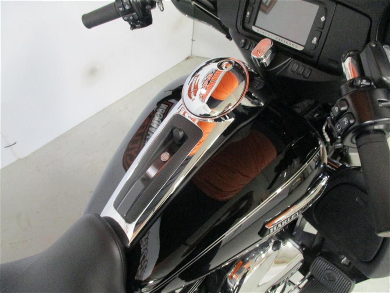 Large Picture of '16 FLHTCU - Electra Glide® Ultra Classic® - M9EU