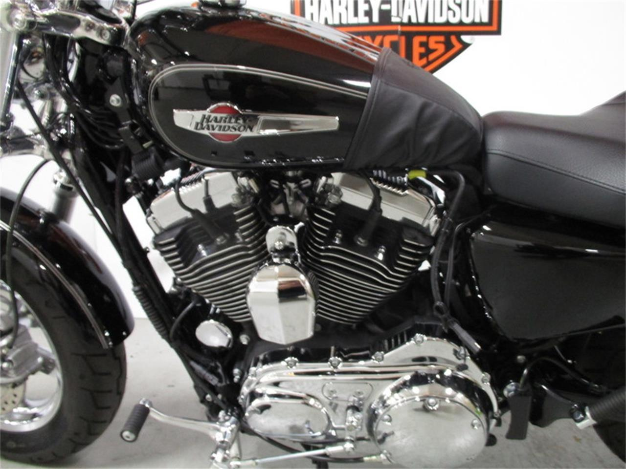 Large Picture of '16 XL1200C - Sportster® 1200 Custom - M9H1