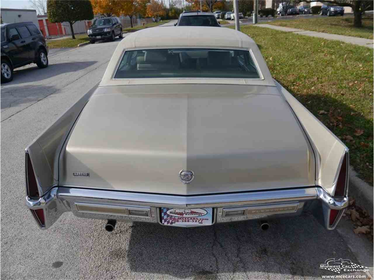 Large Picture of Classic '70 Cadillac Fleetwood Brougham Offered by Midwest Car Exchange - M9KI