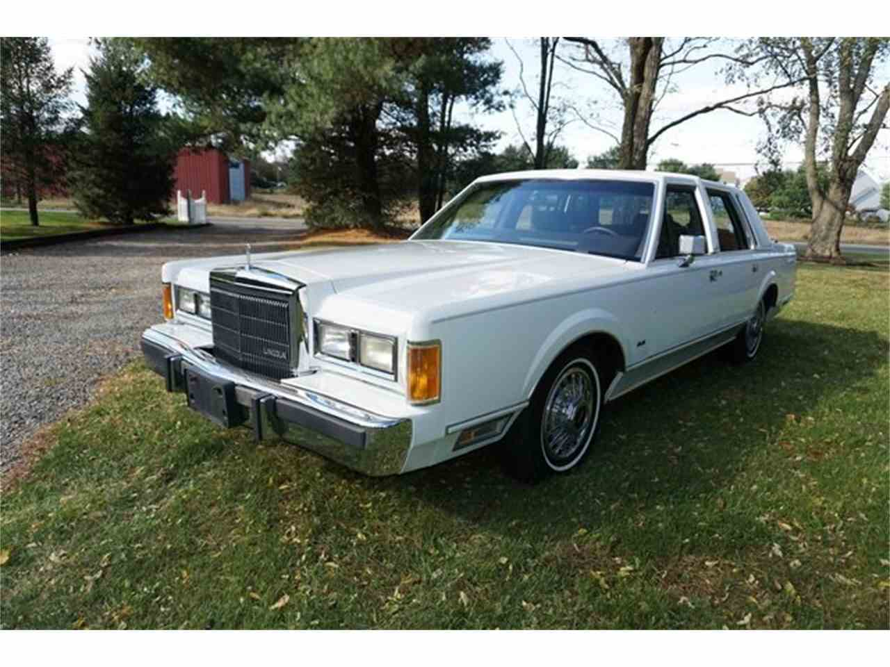 Large Picture of '89 Lincoln Town Car - $7,950.00 - MA1A