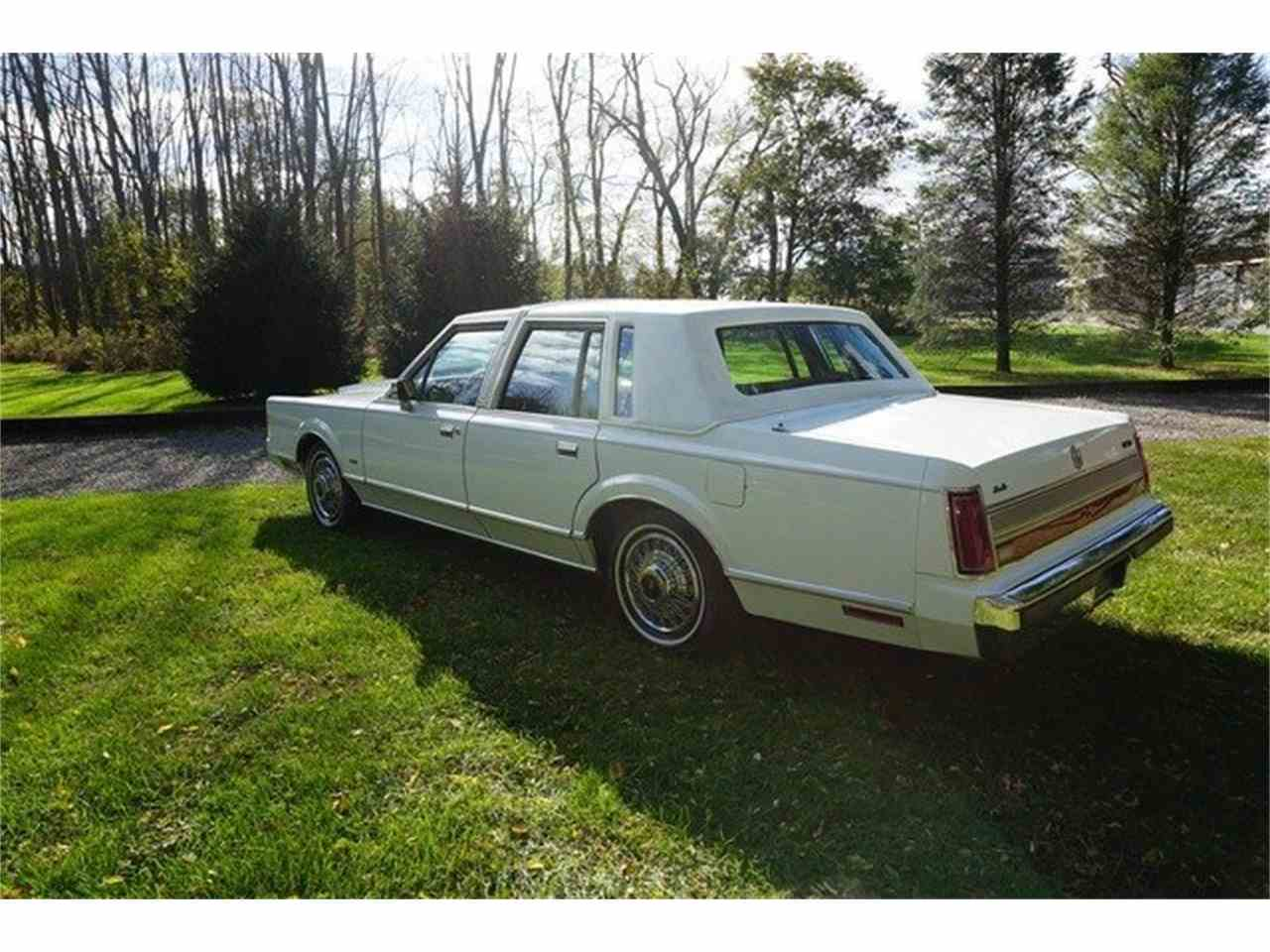 Large Picture of 1989 Lincoln Town Car Offered by Lance Motors - MA1A