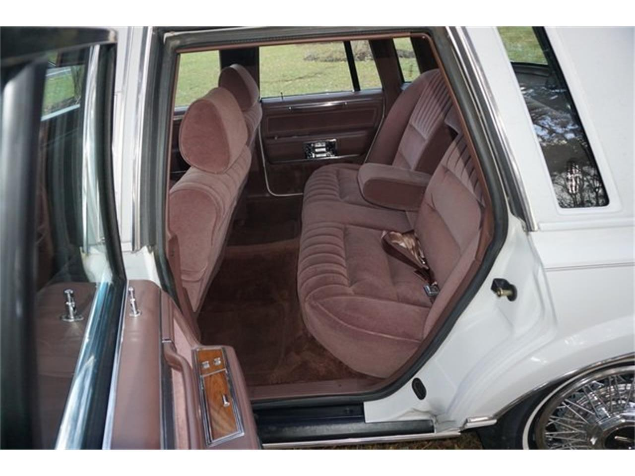 Large Picture of '89 Town Car - MA1A