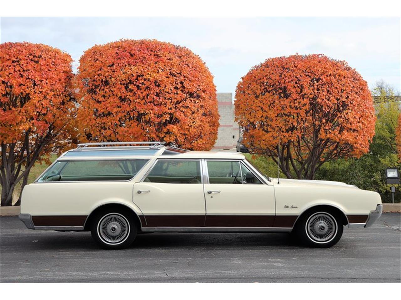 Large Picture of 1967 Oldsmobile Vista Cruiser located in Alsip Illinois - MABL