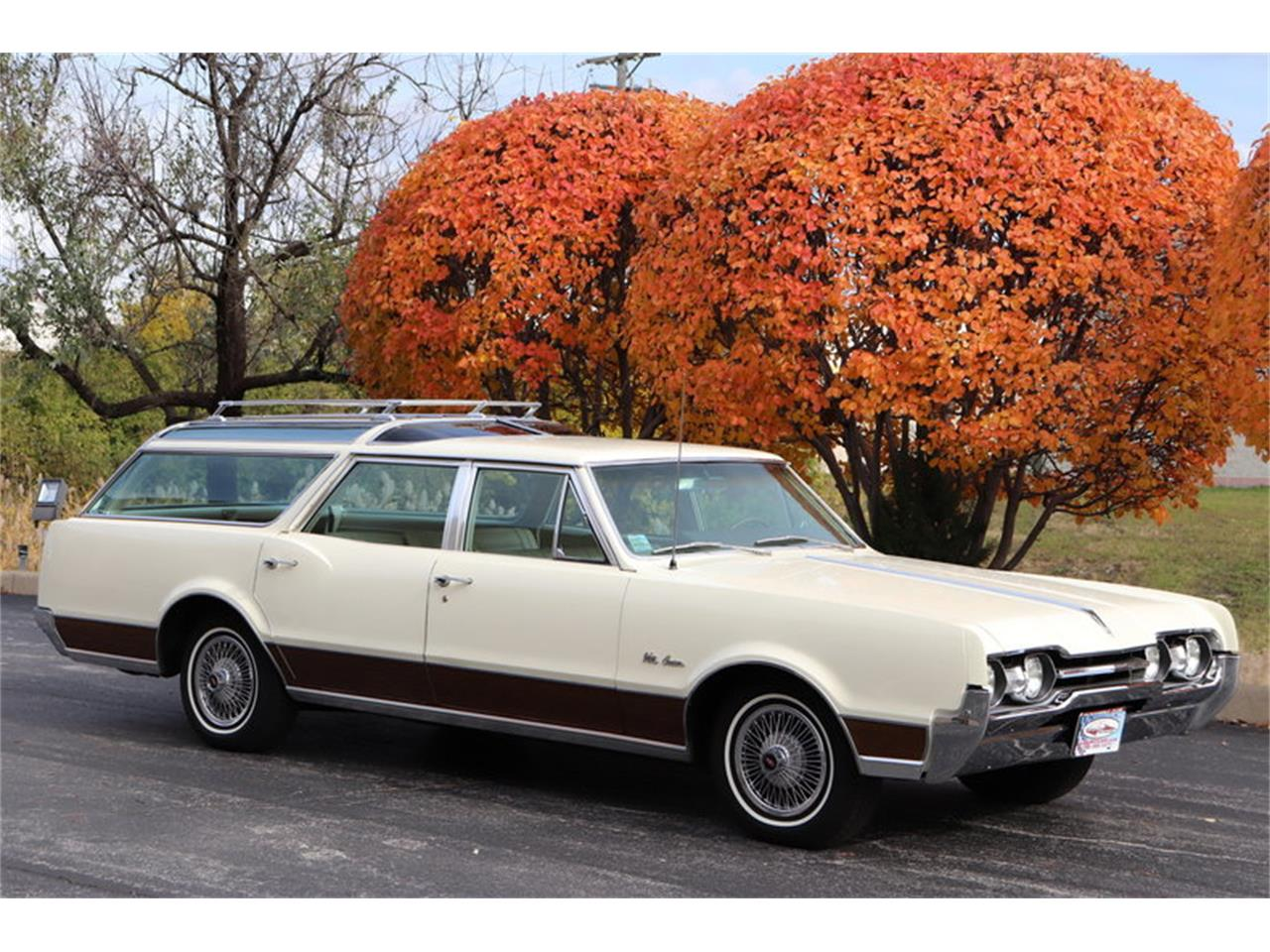 Large Picture of Classic 1967 Oldsmobile Vista Cruiser located in Alsip Illinois - $19,900.00 Offered by Midwest Car Exchange - MABL