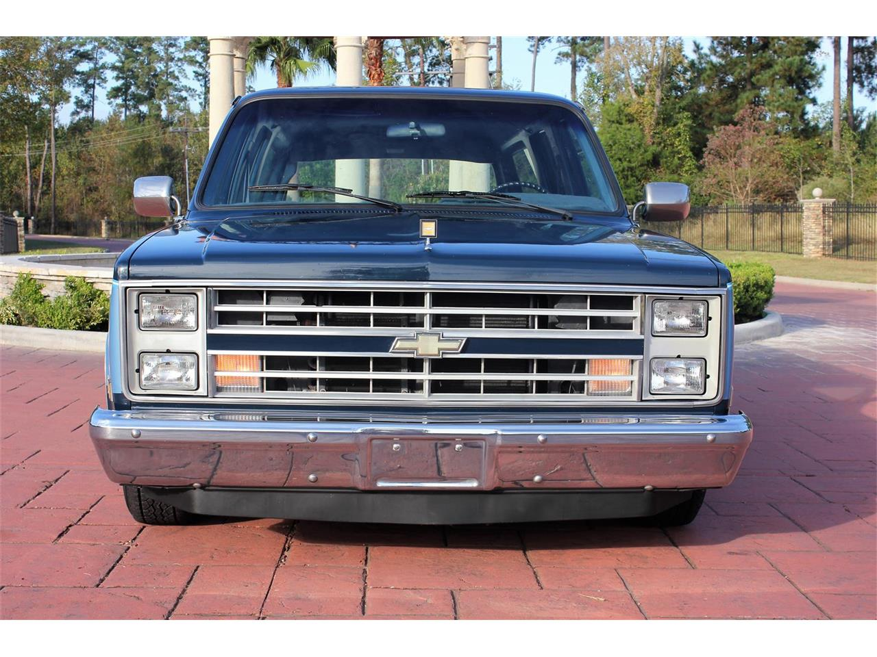 Large Picture of '87 Chevrolet Suburban located in Conroe Texas Offered by Texas Trucks and Classics - MBK7