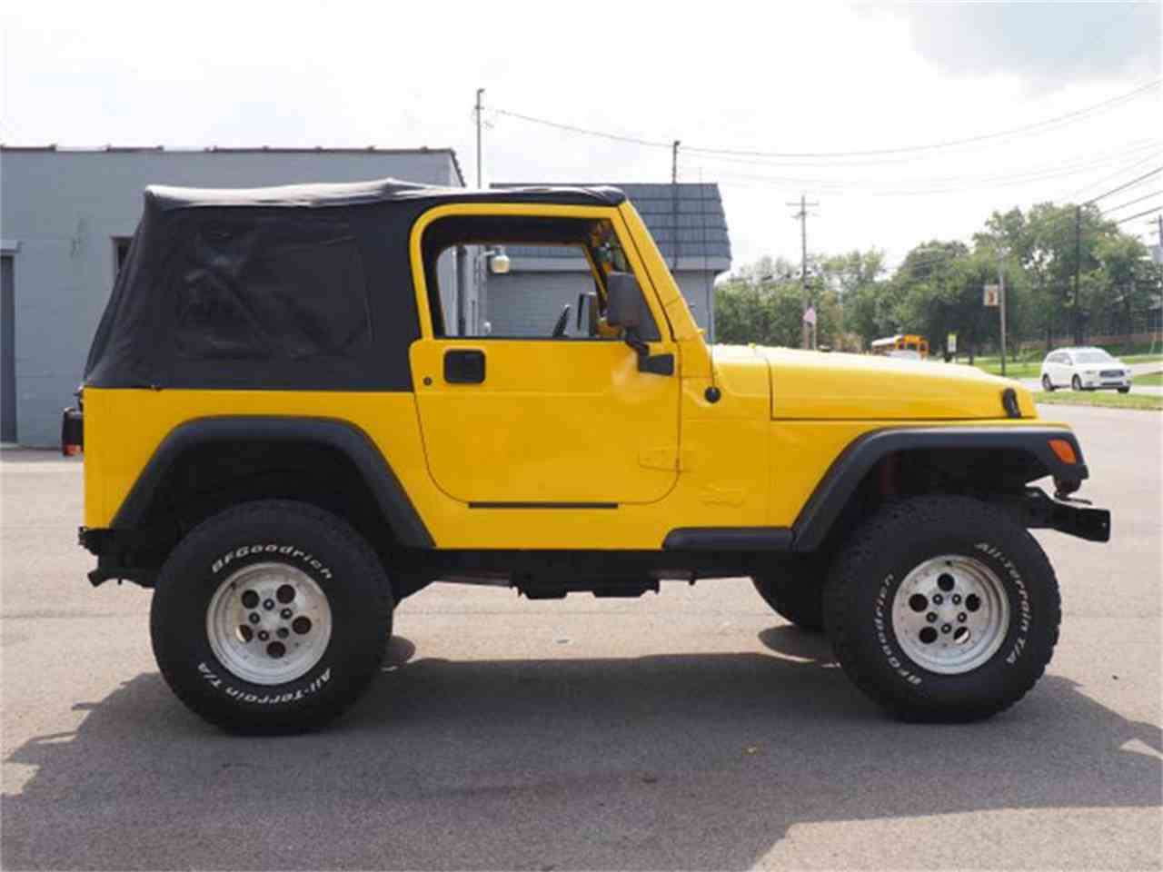 Large Picture of '00 Jeep Wrangler located in Loveland Ohio Offered by Cincinnati Auto Wholesale - MBLA
