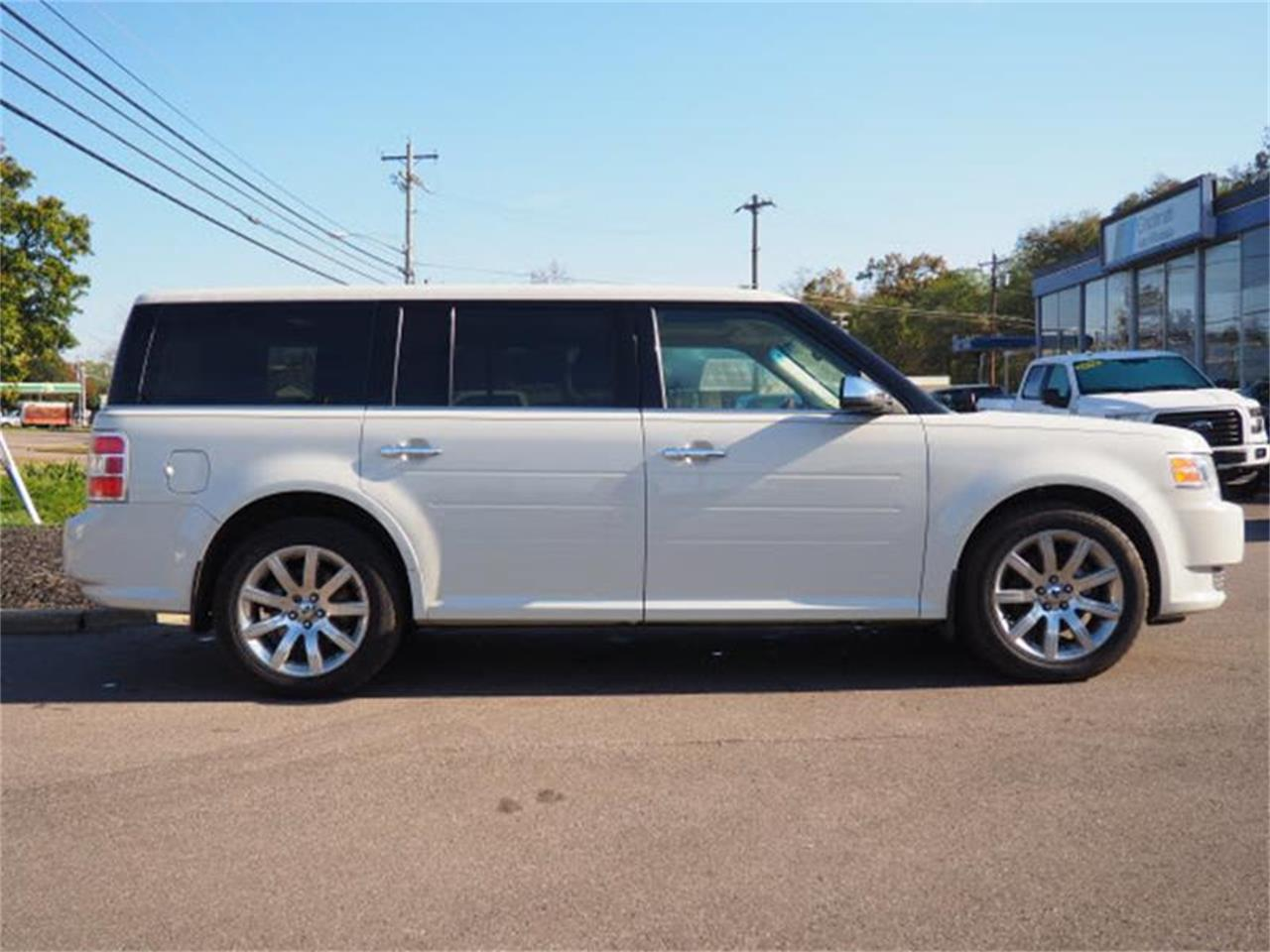 Large Picture of '09 Ford Flex located in Ohio - $8,900.00 Offered by Cincinnati Auto Wholesale - MBN3