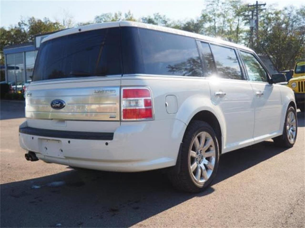 Large Picture of '09 Ford Flex located in Ohio - $8,900.00 - MBN3