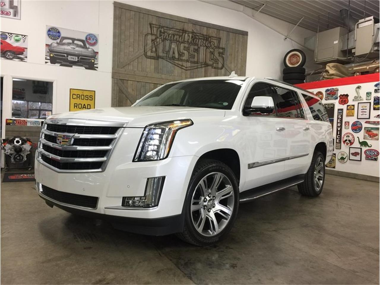 Large Picture of '16 Cadillac Escalade located in Michigan - MBUZ