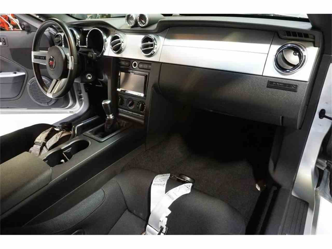 Large Picture of '06 Ford Mustang Offered by R&H Motor Car Group - MC5Z