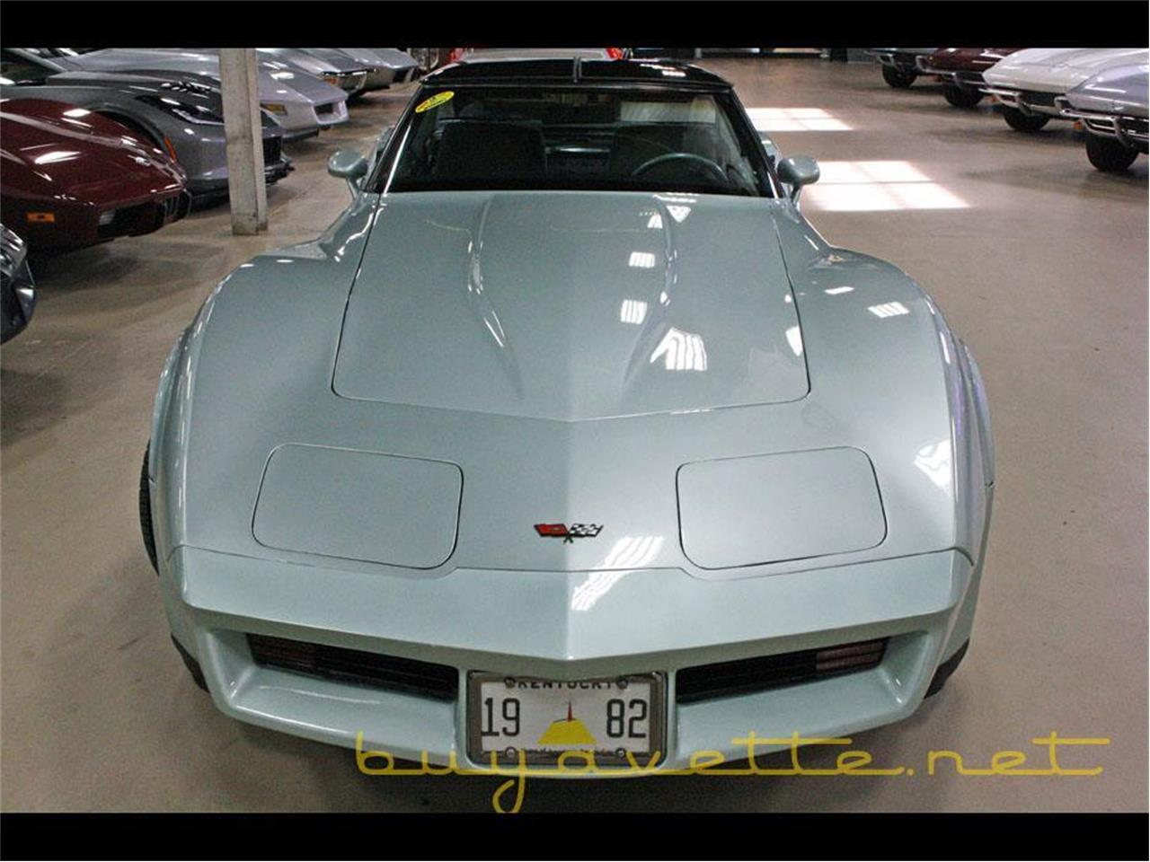 Large Picture of '82 Corvette - MC8W