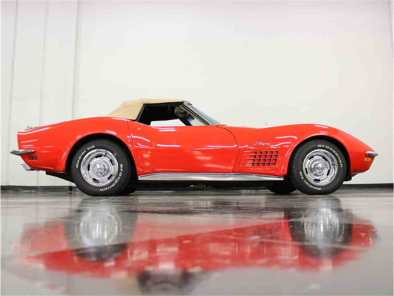 Large Picture of Classic '71 Chevrolet Corvette located in Texas Offered by Streetside Classics - Dallas / Fort Worth - MCB2