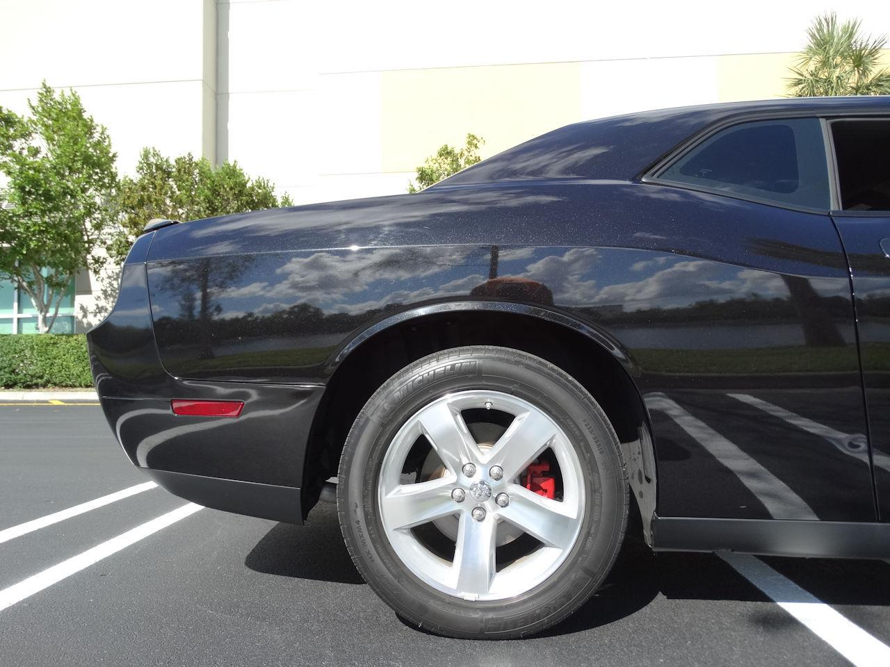 Large Picture of '09 Dodge Challenger - MCFB