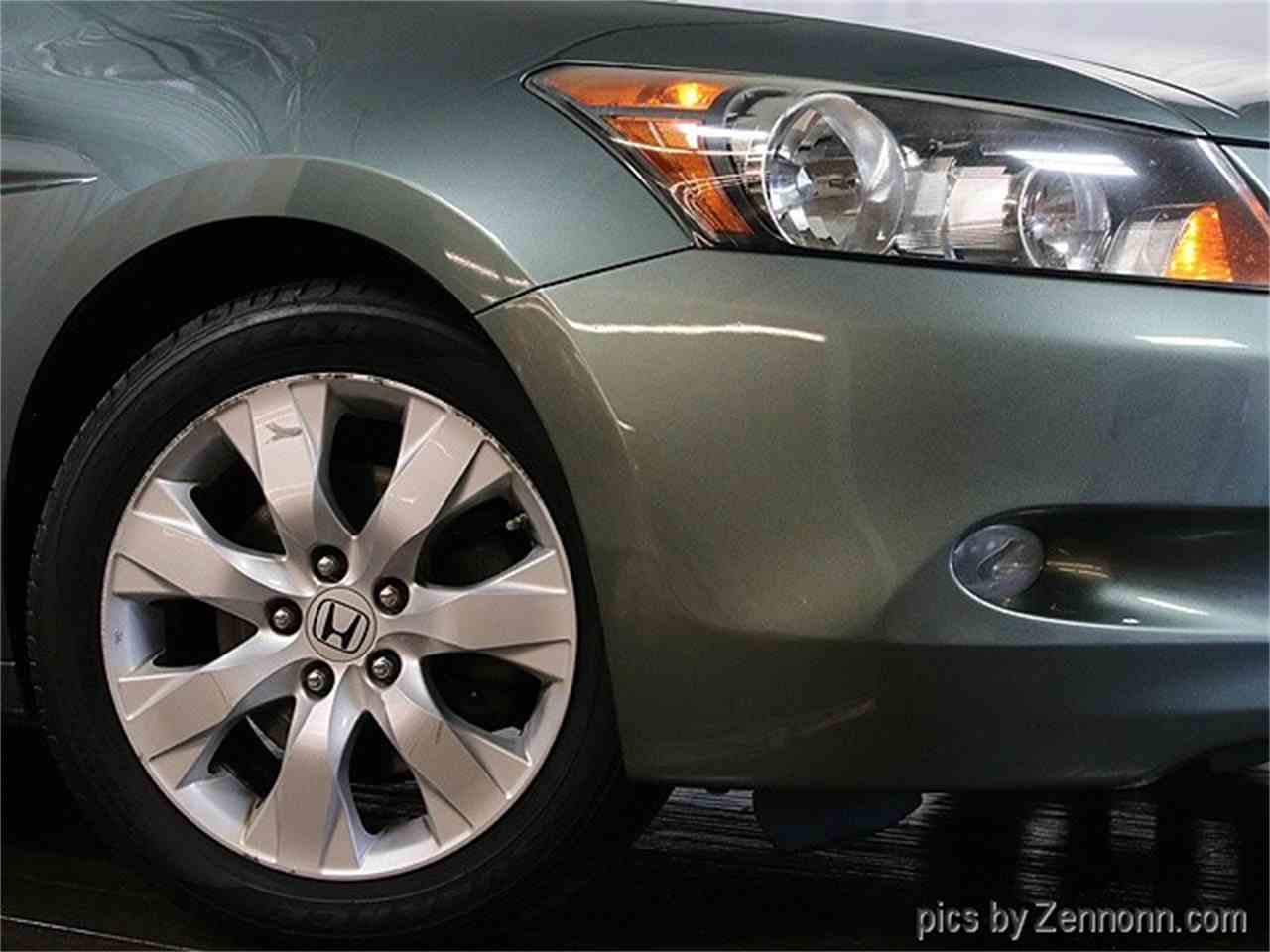Large Picture of '08 Honda Accord located in Addison Illinois Offered by Auto Gallery Chicago - MCTJ