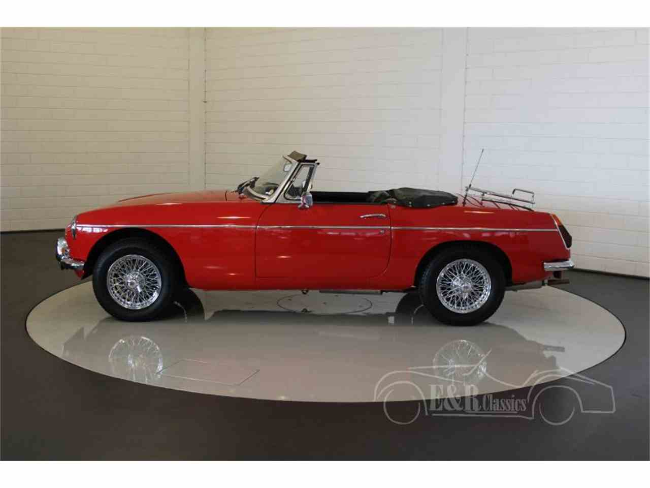 Large Picture of 1975 MGB - MCUI
