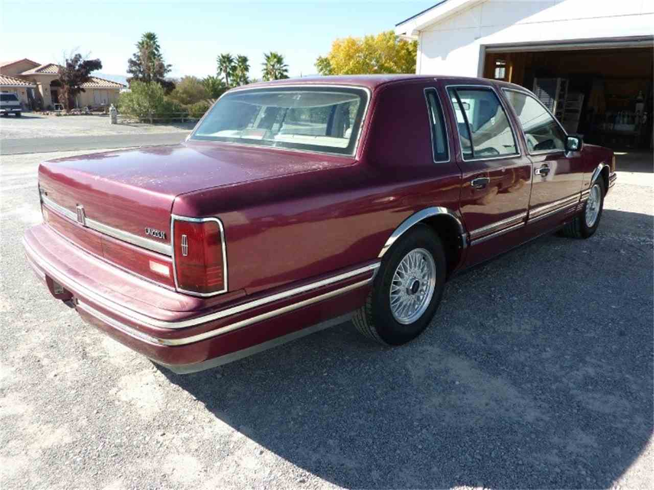 Large Picture of '91 Lincoln Town Car - MD0S