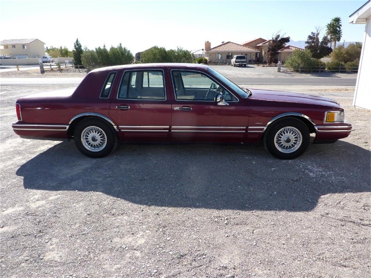 Large Picture of '91 Lincoln Town Car Offered by WDC Global Exports - MD0S
