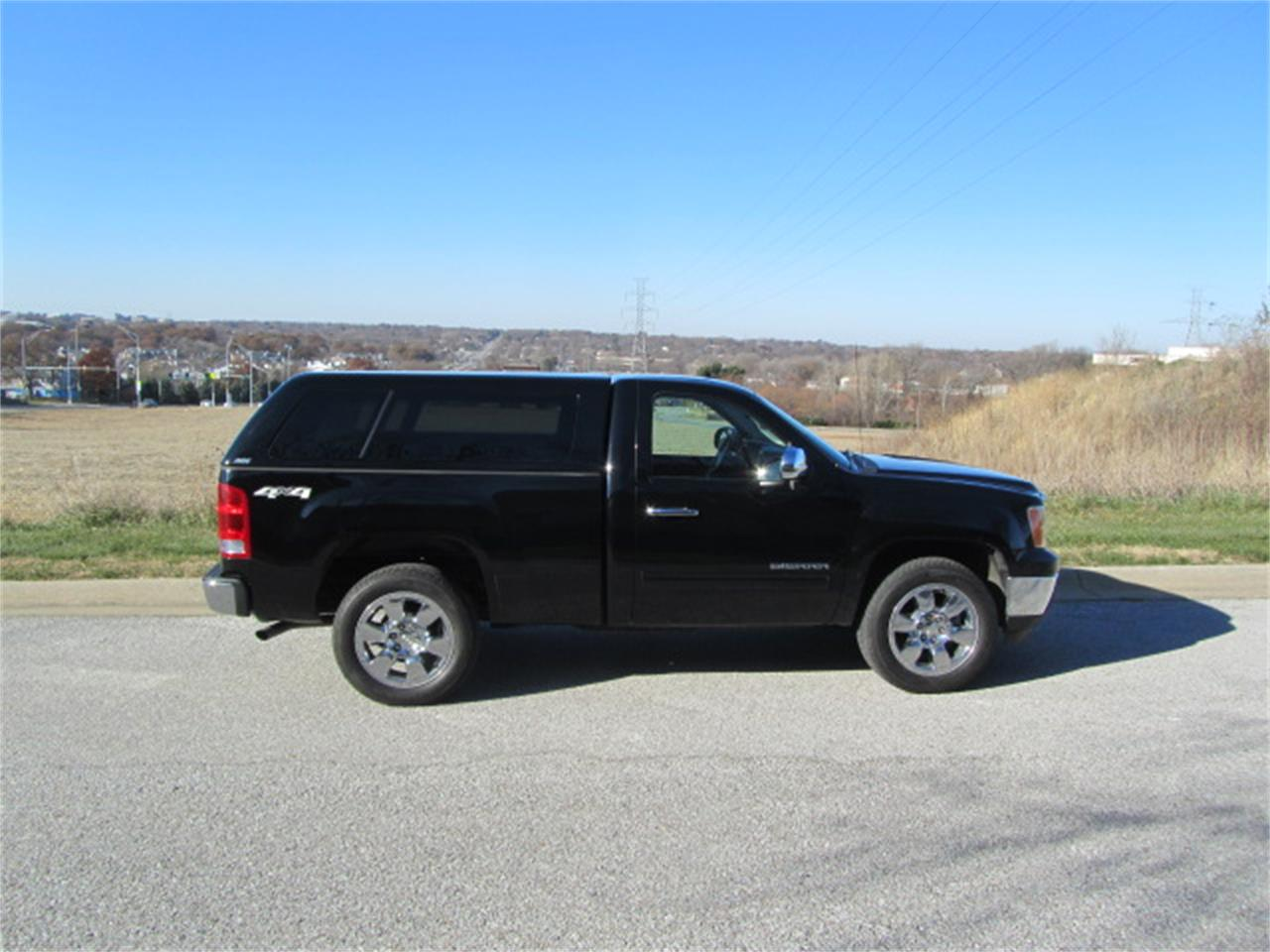 Large Picture of '11 Sierra located in Omaha Nebraska Offered by Classic Auto Sales - MD2Y