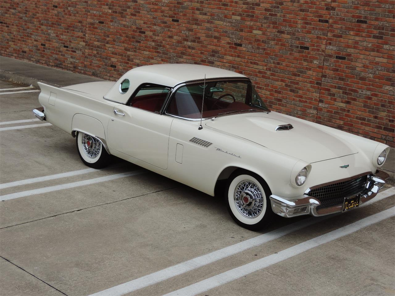 Large Picture of '57 Thunderbird located in Dallas Texas - MD3N