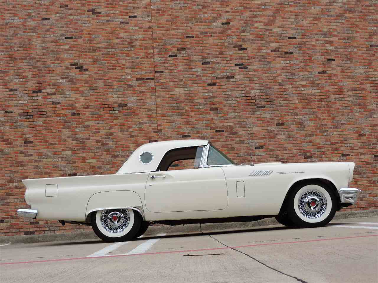 Large Picture of Classic 1957 Thunderbird - MD3N