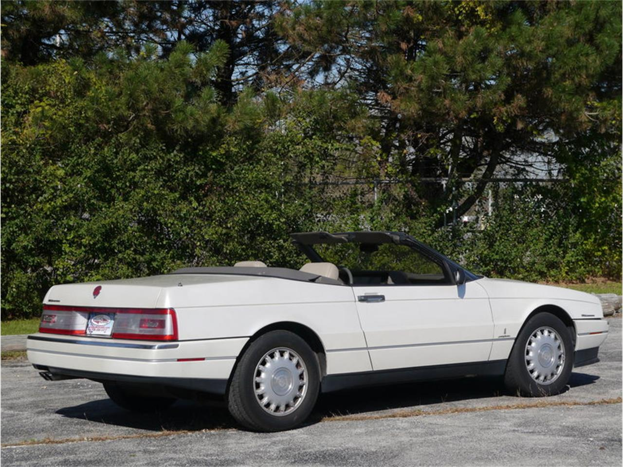 Large Picture of '93 Cadillac Allante located in Illinois Offered by Midwest Car Exchange - MD78