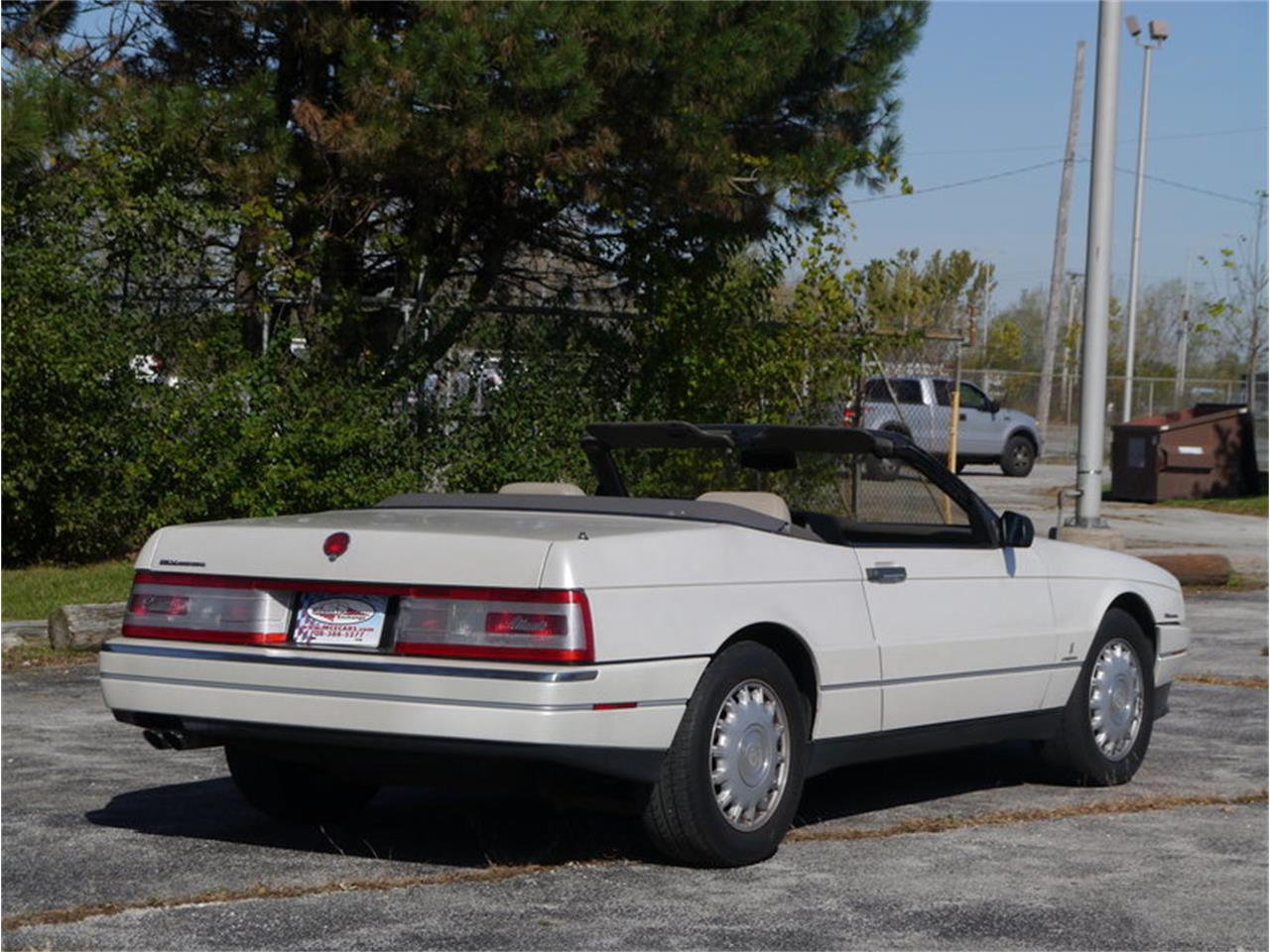 Large Picture of '93 Cadillac Allante located in Alsip Illinois - $14,900.00 Offered by Midwest Car Exchange - MD78