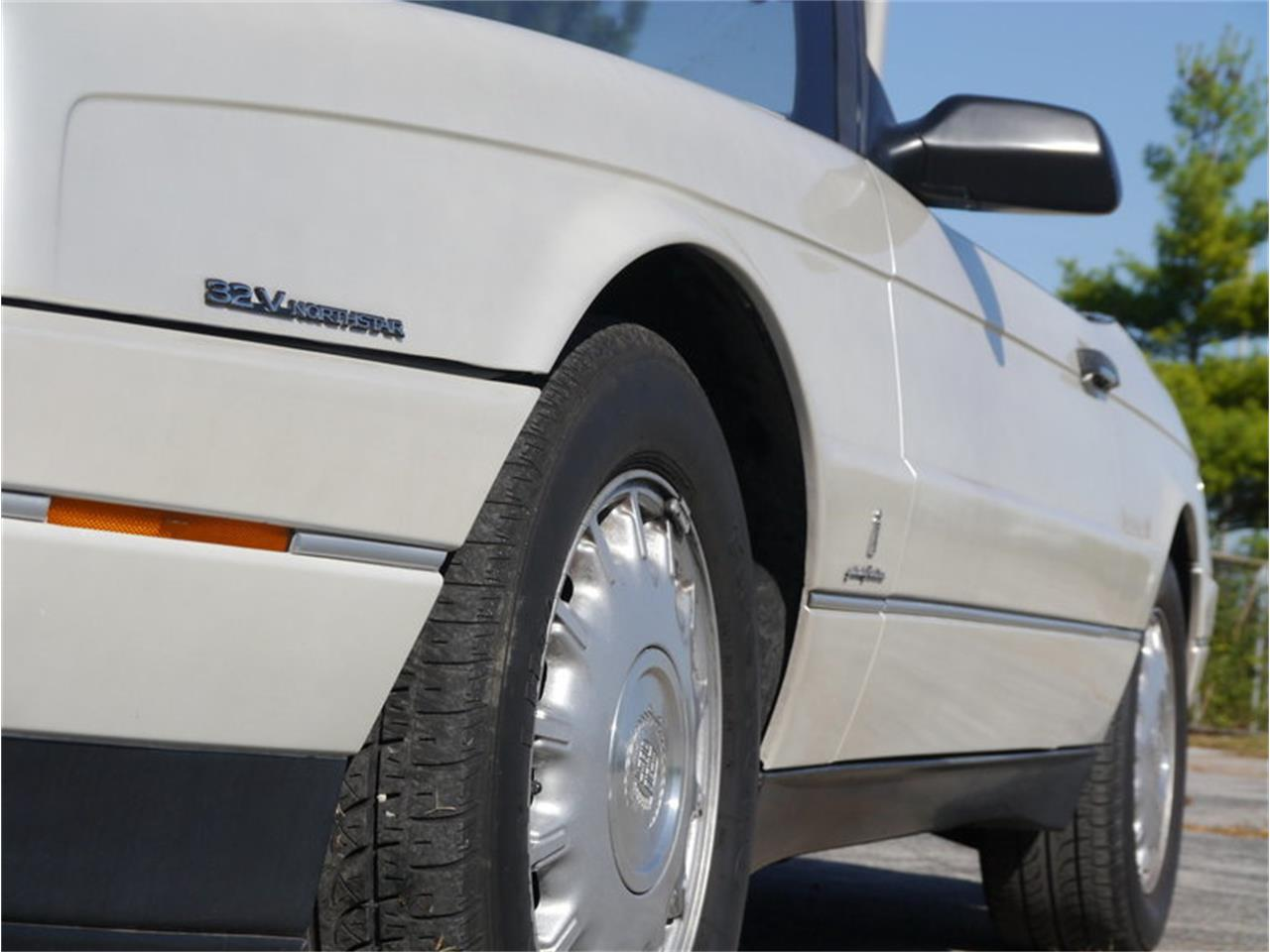 Large Picture of '93 Allante located in Illinois - $14,900.00 Offered by Midwest Car Exchange - MD78