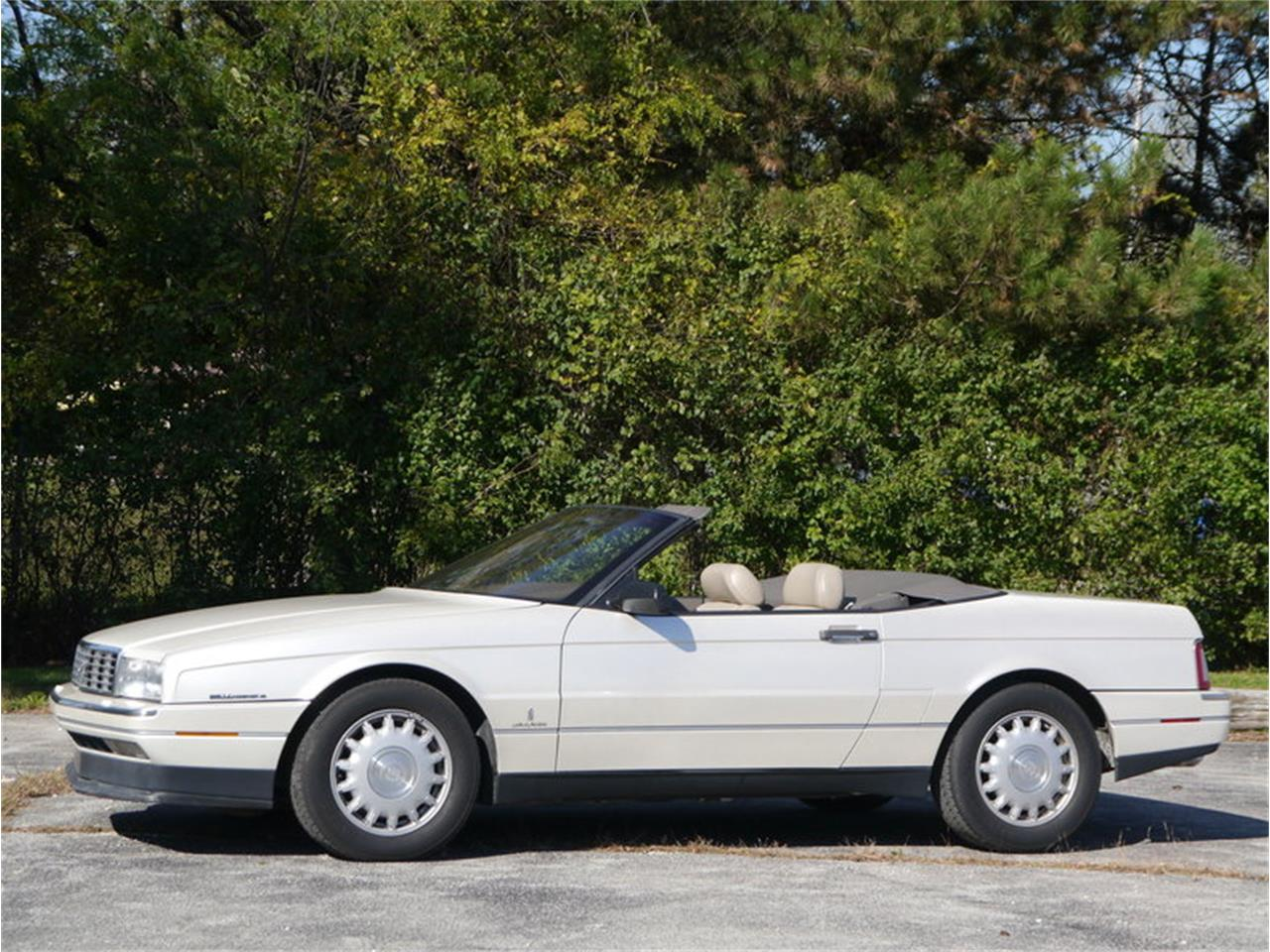 Large Picture of '93 Allante located in Alsip Illinois - $14,900.00 Offered by Midwest Car Exchange - MD78