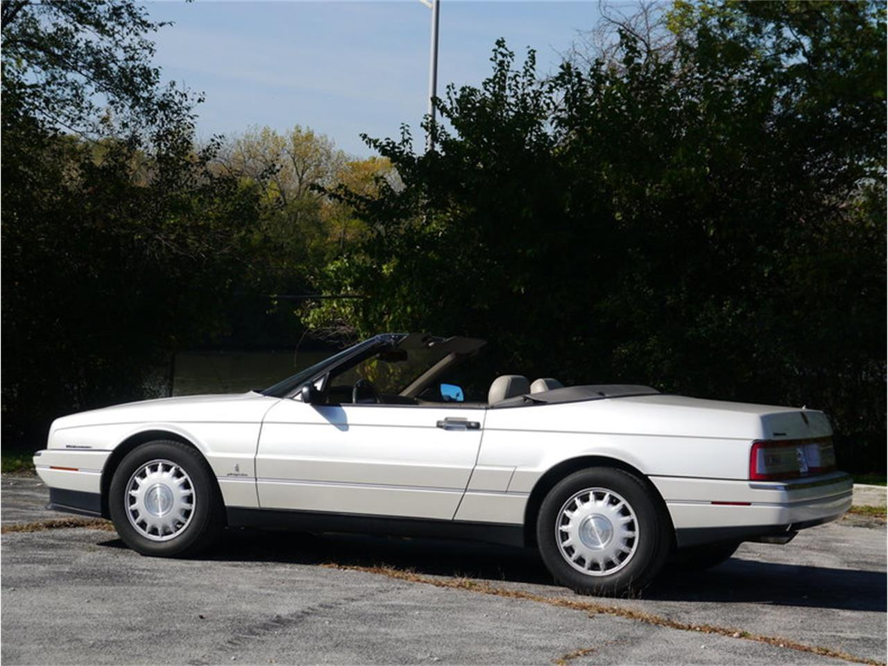 Large Picture of 1993 Cadillac Allante located in Alsip Illinois - $14,900.00 Offered by Midwest Car Exchange - MD78