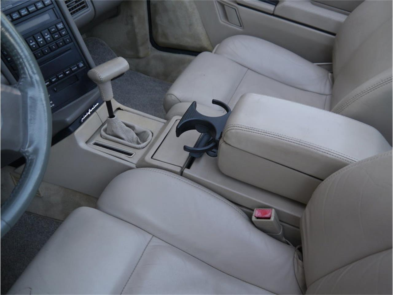 Large Picture of '93 Cadillac Allante - $14,900.00 Offered by Midwest Car Exchange - MD78