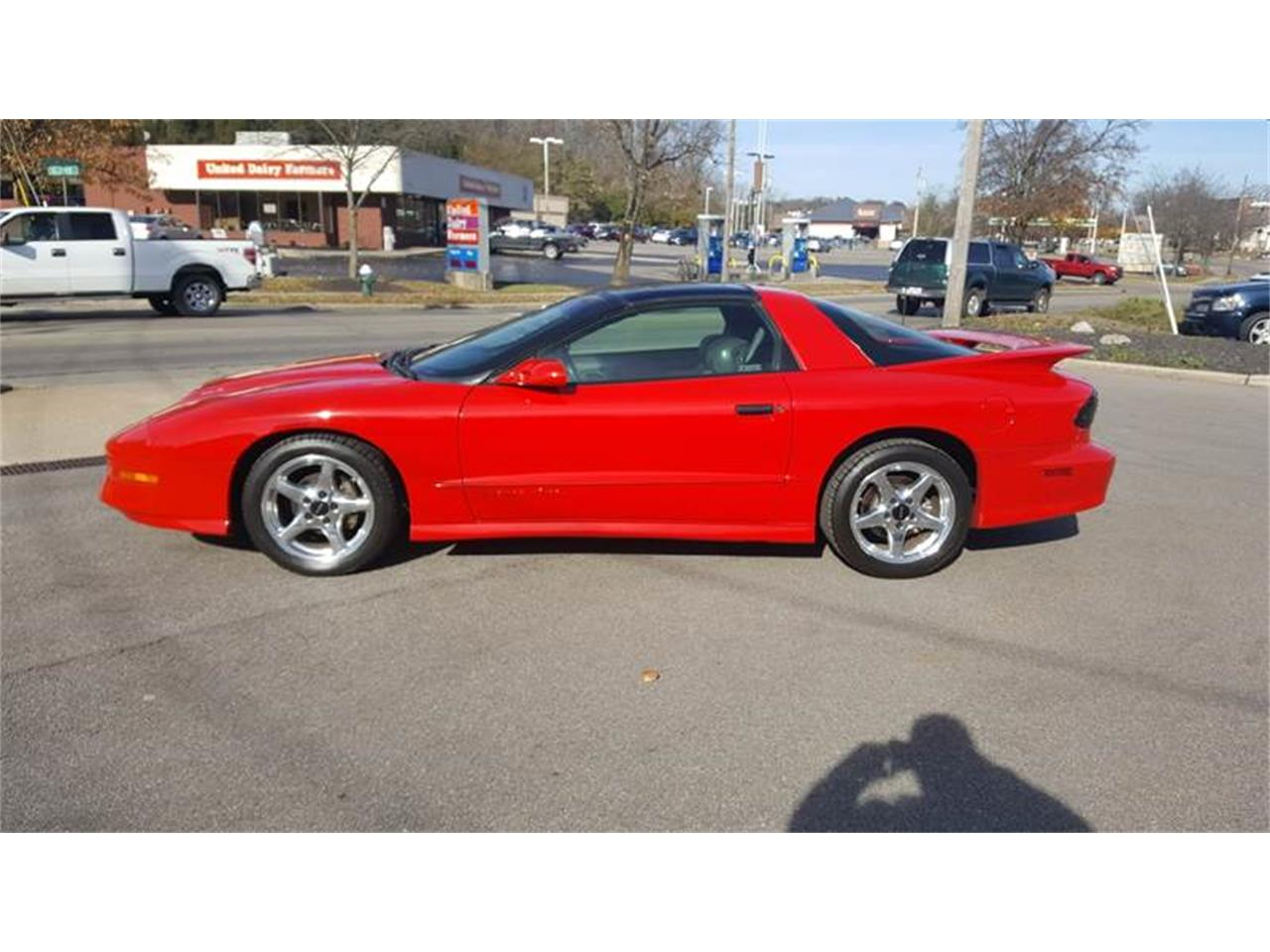 Large Picture of 1997 Firebird located in Ohio - $12,900.00 Offered by Cincinnati Auto Wholesale - MD9T