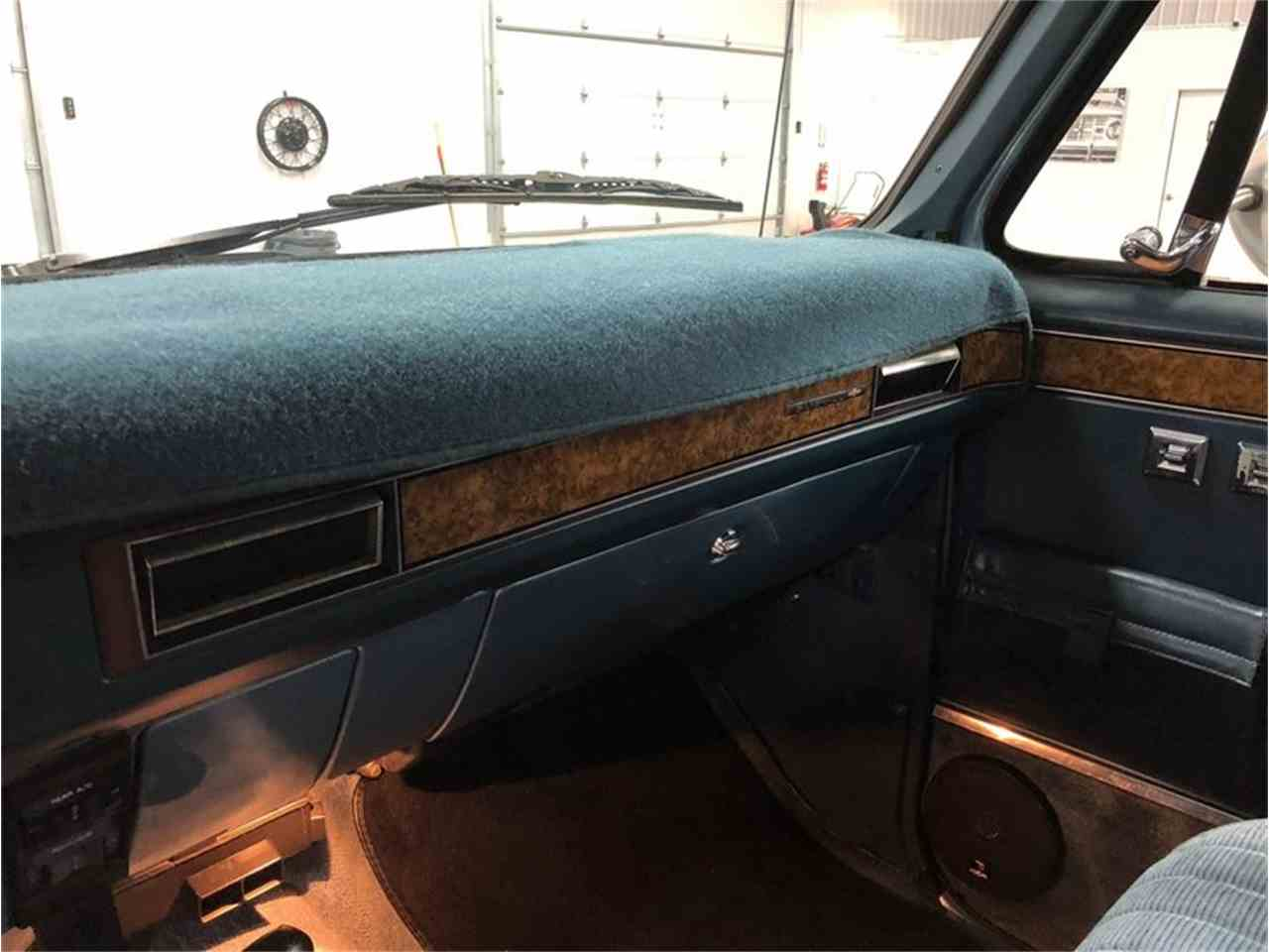 Large Picture of 1989 Chevrolet Suburban located in Holland  Michigan - $14,900.00 Offered by 4-Wheel Classics - MDKX